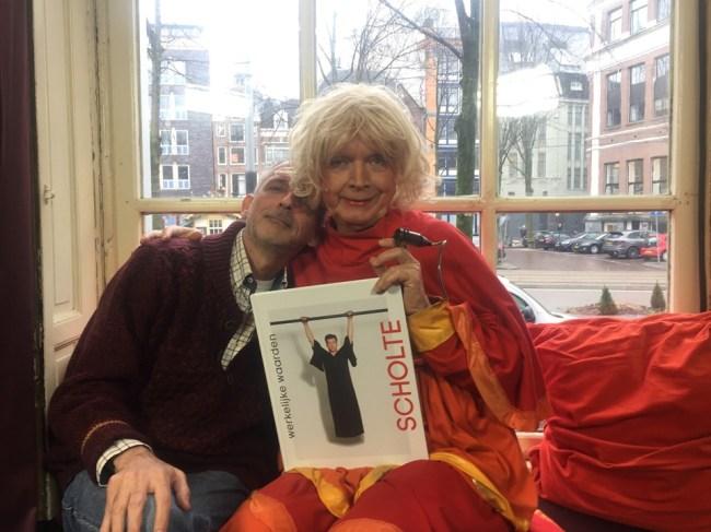 Jaap Holtzapffel innig met zijn grote voorbeeld (foto Facebook)