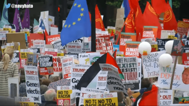 Trump protest (foto Black Pigeon Speaks)
