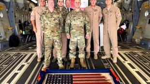 De D-day vlag van Bert Kreuk werd vervoerd naar de USA met een Amerikaans militair vliegtuig (foto USAF)