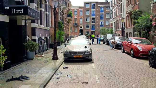 De van Eeghenstraat na de explosie in Oud Zuid (foto Robbie Hiel | Inter Visual Studio)