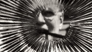 Distorted view of CIA Director Allen Dulles (foto Weegee aka Arthur Fellig International Center of Photography)