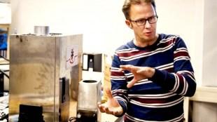 André Kapitein geeft tekst en uitleg bij het prototype van de BlueReactor (foto Toussaint Kluiter/UP)