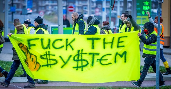 Fuck the $y$tem (foto wnl.tv)