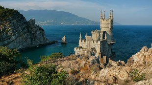 The Swallow's Nest is a castle located at Gaspra, a small spa town between Yalta and Alupka on the South Coast of the Crimea (foto agency,globus-tour.ru)