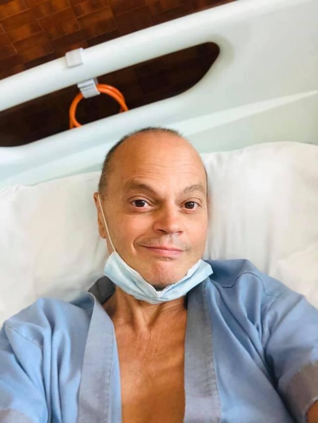 Peter Klashorst in Bangkok Pattaya Hospital (foto Facebook)