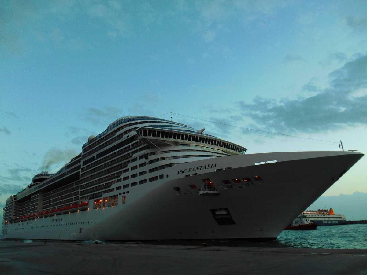 Εκδήλωση υποδοχής του πρώτου κρουαζιερόπλοιου που αφίχθηκε στο τουριστικό λιμάνι της Ρόδου για το έτος 2015