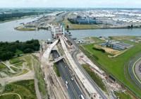 Traject van de A15 Maasvlakte-Vaanplein in aanbouw. De scherpe risicoverdeling tussen de publieke opdrachtgever en het private consortium was geen onverdeeld succes. Beeld Rijkswaterstaat, Joop van Houdt