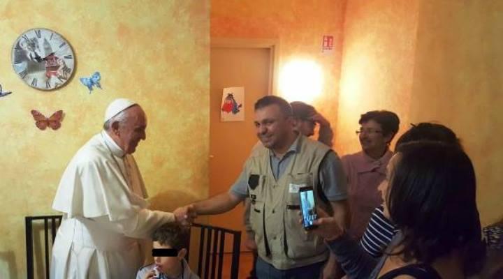 """Surpriză pentru un român din Italia: """"M-am întâlnit cu Papa Francesco, a venit pe ascuns, ne-a luat prin surprindere"""""""