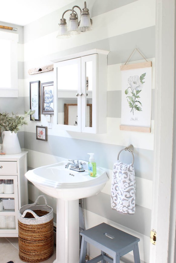 Bathroom mini makeover rooms for rent blog for Bathroom decor rental