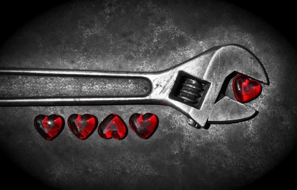 five-grunge-hearts-bw