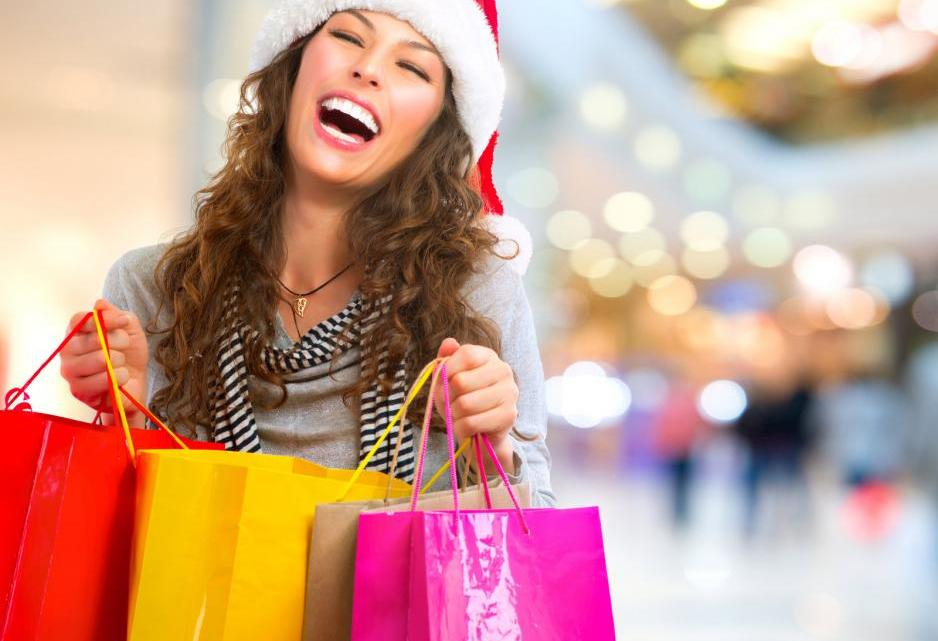 christmas-shopping-woman-with-bags-in-shopping-mall-sales