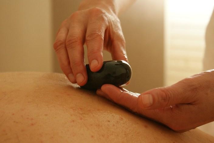 masaje con piedras almeria