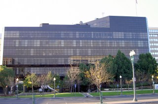 San_Bernardino_City_Hall,_Court_St_view