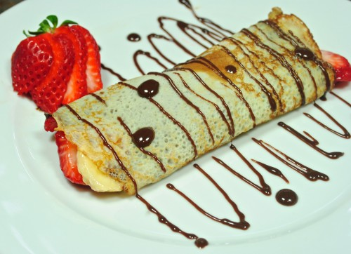 Nutella Strawberry Banana Crepe with Chocolate Cream Sauce «