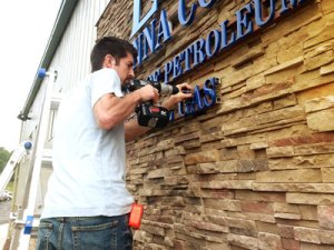 Rosigns Installing Letters