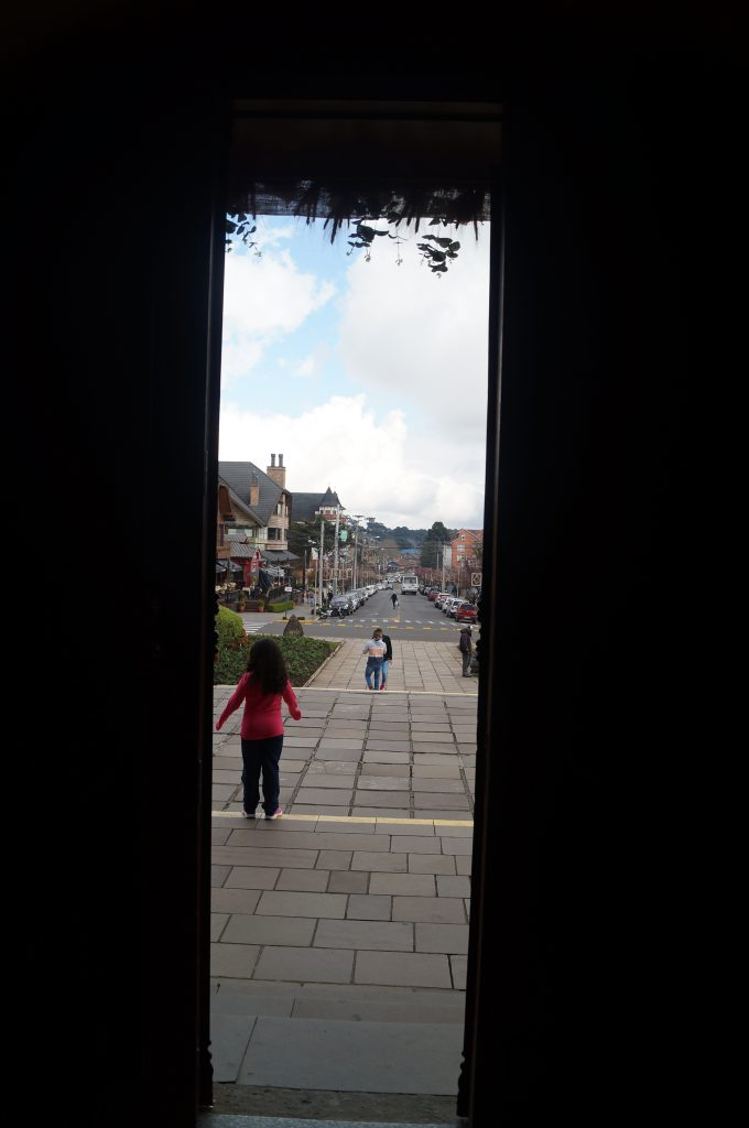 Saindo da Catedral - vista da avenida
