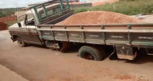 caminhão atoladoguaraciama