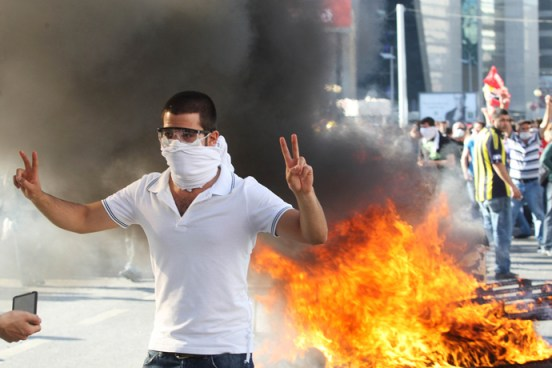 A protestor flashes a victory sign as he takes part in a demonstration in support of protests in Istanbul and against the Turkish Prime Minister and his ruling Justice and Development Party (AKP), in Ankara, on June 1, 2013 (AFP Photo / Adem Altan)