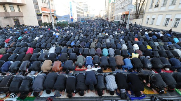 Muslims praying in Moscow
