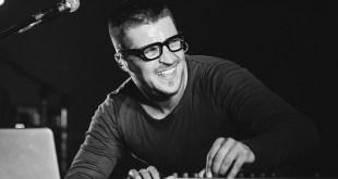 Антон Вадиимович Беляев — российский музыкант, основатель и фронтмен Therr Maitz, музыкальный продюсер, композитор, телеведущий. Полуфиналист проекта «Голос» на Первом канале