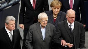 Гранин в сопровождении председателя бундестага, президента и канцлера ФРГ