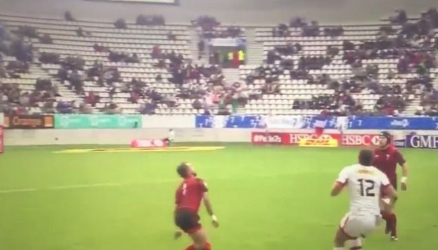 Watch: This One-Handed Catch Is Absolute Rugby Porn