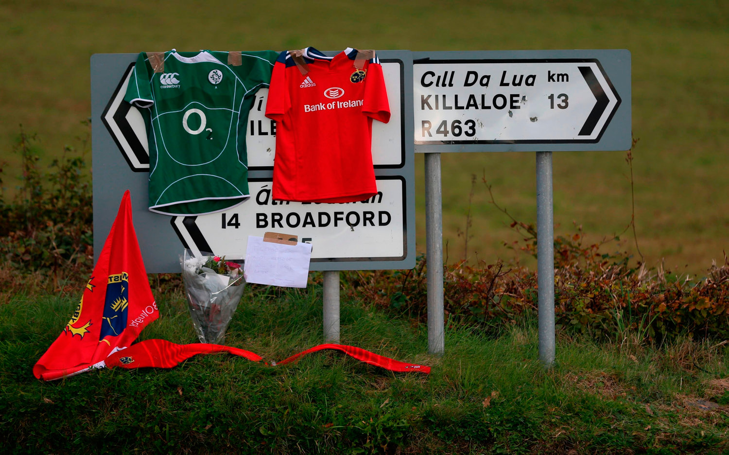 Signs point the way to Killaloe in County Clare where the coffin of Munster Rugby head coach Anthony Foley has been brought to repose in St. Flannan's Church, ahead off his funeral tomorrow. PRESS ASSOCIATION Photo. Picture date: Thursday October 20, 2016. See PA story DEATH Foley. Photo credit should read: Niall Carson/PA Wire
