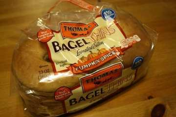 Pumpkin Spice Bagel Thins and Ragnar Swagnar