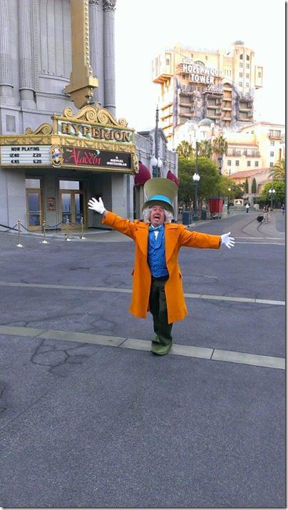 mad hatter at disneyland half marathon 450x800 thumb Disneyland Half Marathon Tweet Up Meet Up