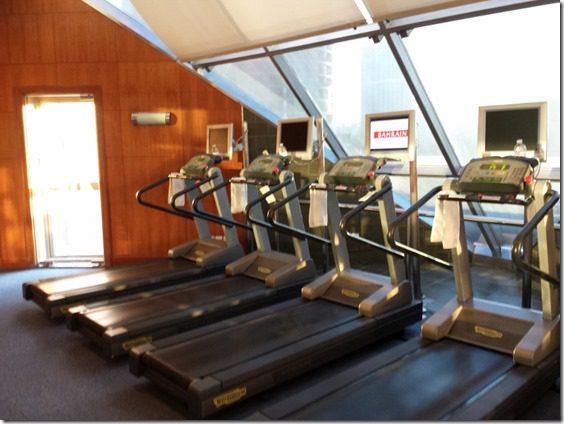 treadmills 800x600 thumb Scenes from my Shanghai RUN!