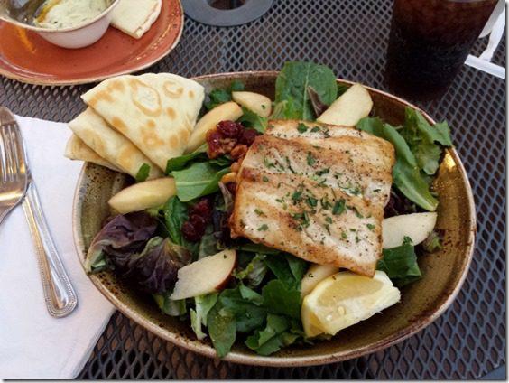 mahi mahi salad 800x600 thumb Dinner At Luna Grill