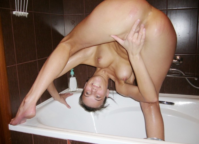 Skinny girl with big pussy in the bath