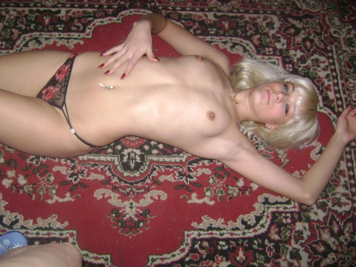 Sporty blonde with small tits posing at home