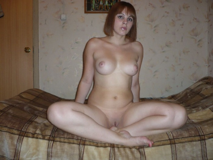 Very hot amateur girl with amazing big boobs shows her sweet shaved pussy in bed