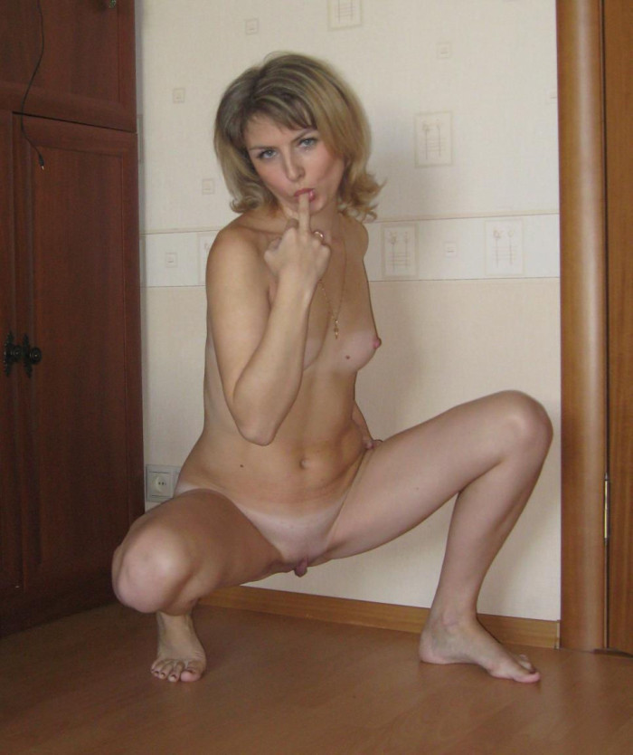 Hot russian milf with small tits and with carrot in ass
