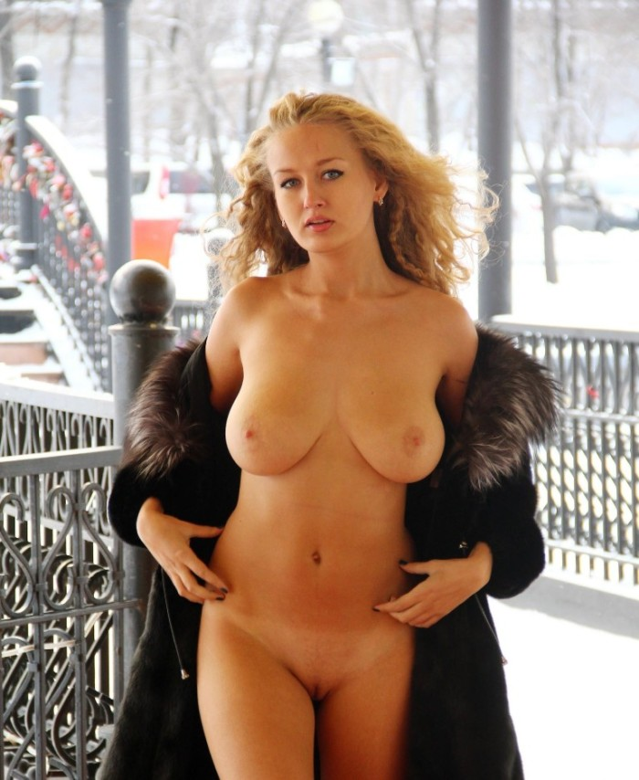 Hot busty blonde walks naked in front of cafe
