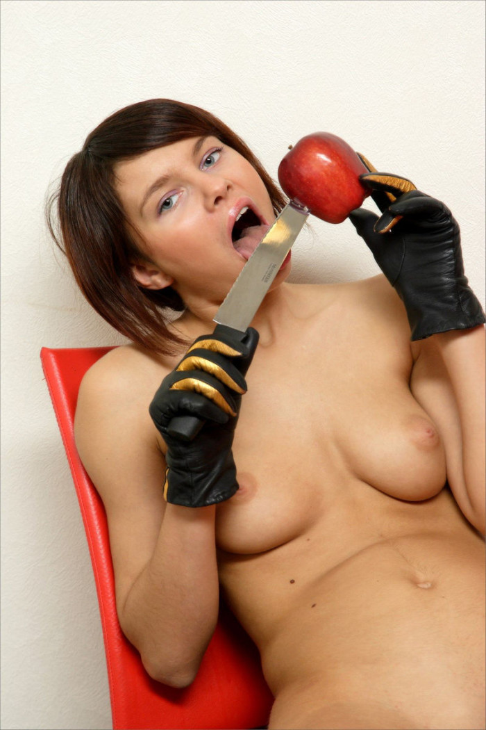 Short haired girl with nice boobs posing with knife and apple