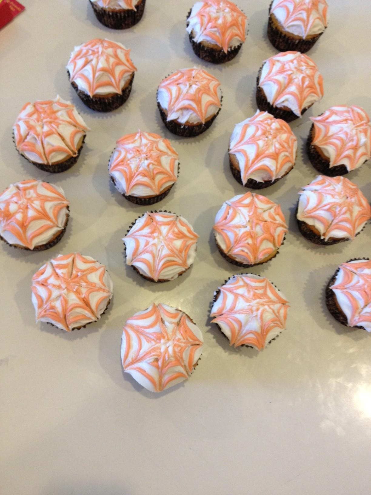 Easy Diy Spiderweb Cupcakes Rustic Honey