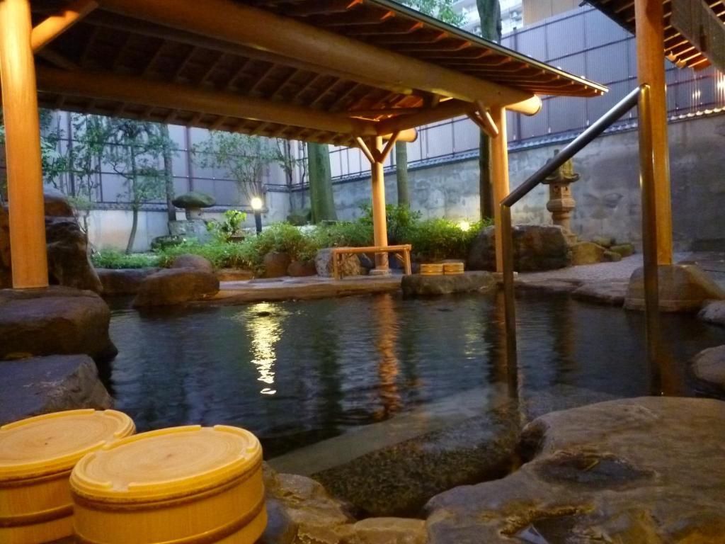 Idyllic Yudanaka Tawaraya Ryokan Yudanaka Tawaraya Yamanouchi Updated 2018 Prices Japanese Bath Houses Japanese Bath House Seattle houzz-03 Japanese Bath House