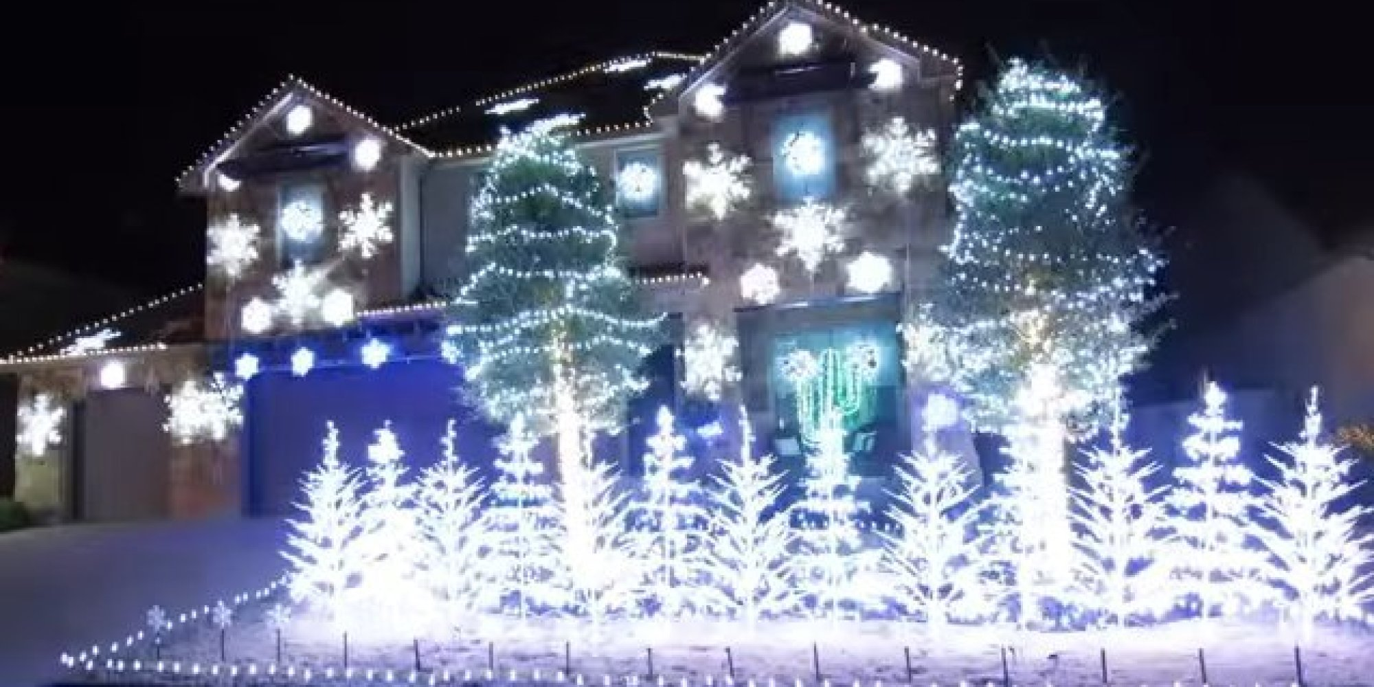 Lovable Sale Yourtracks Huffpost Let It Light Display Is So It Will Freeze You It Light Display Is So It Will Freeze You Laser Lights Canada Laser Lights houzz 01 White Laser Christmas Lights