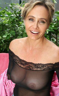 mature women in bra 42dd