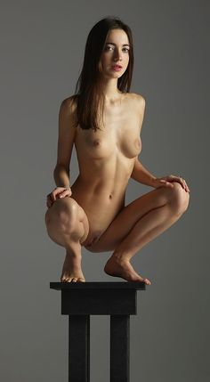 nude female model poses