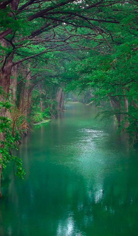 The beautiful River Lune in Lancaster, England • photo: Greg Sick on Flickr: