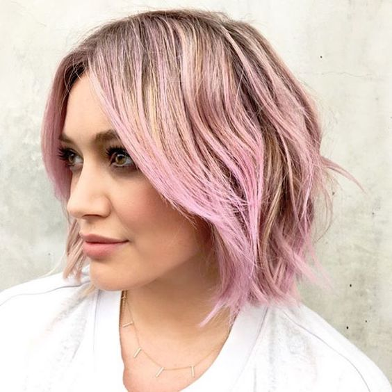 Hillary Duff's pastel hair styled in a piece-y bob is everything.: