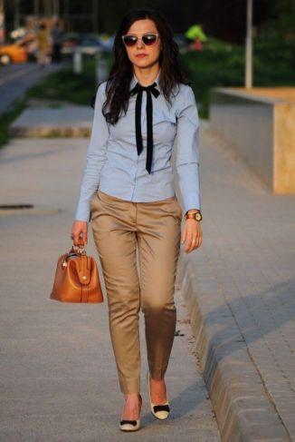 pantalón y blusa de rayas (azul y blanca):