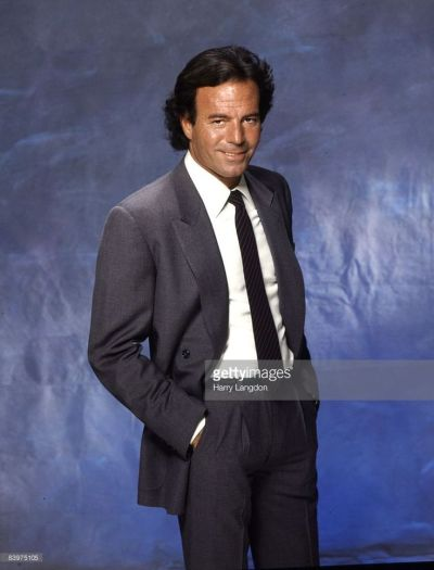 julio iglesias - Google Search | Cantantes y Actores Españoles | Pinterest | Julio iglesias and ...