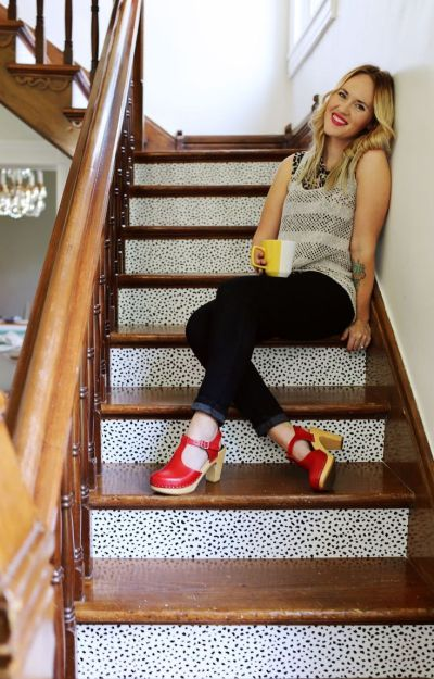25+ best ideas about Wallpaper stairs on Pinterest | Shabby chic wallpaper, Textured wallpaper ...