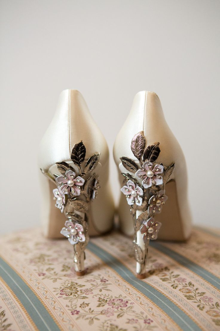 zapatos para la boda wedding shoes wedding slippers Harriet Wilde Exquisite Co ordinating Floral Hair Accessories and Shoes