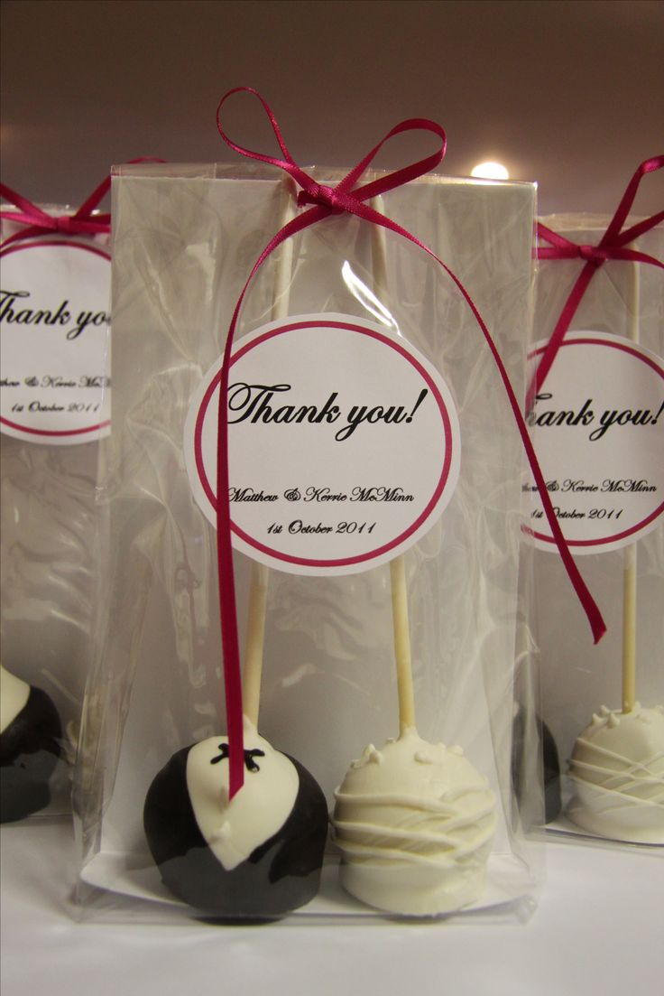wedding gifts good wedding gifts Wedding Favour cake pops Love it Right down my street lol