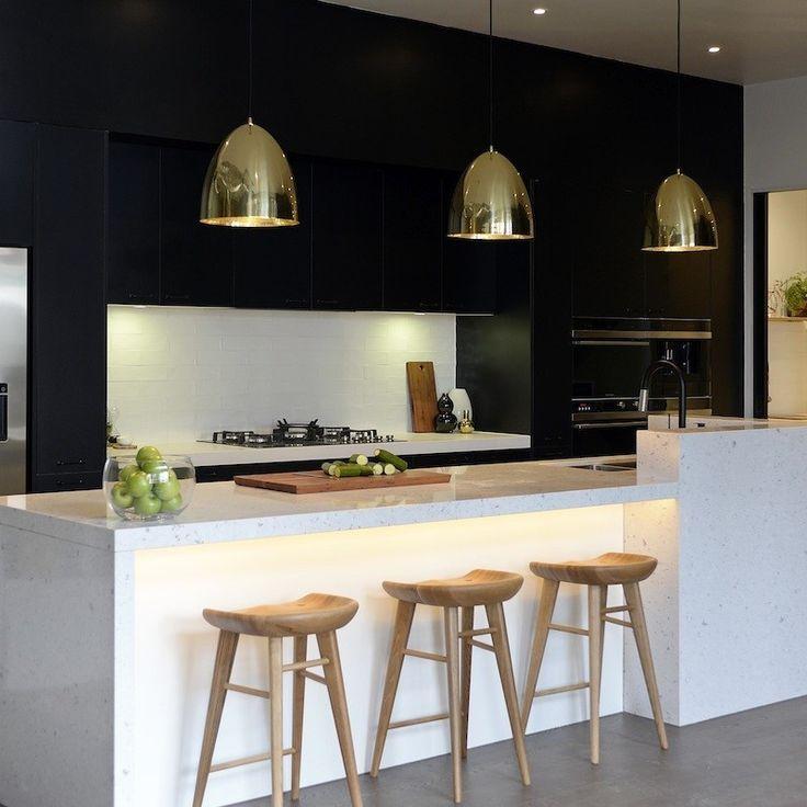 eine elegante mischung aus schwarzgold mit wei in der kche koloratu2026 modern dream kitchenmodern kitchen lightingmodern - Weie Moderne Kche
